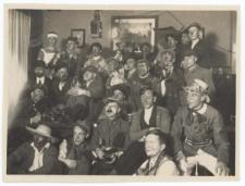 Studenci w trakcie biesiady przebierańców