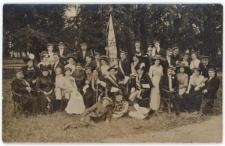 Grupa korporantów w parku