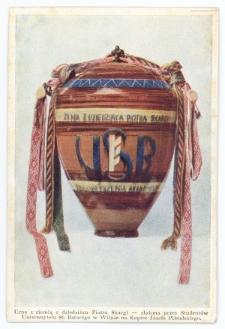 Urna z ziemią z dziedzińca Piotra Skargi