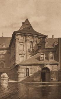 Uniwersytet Wrocławski – widok na skrzydło południowe i budynek bramny