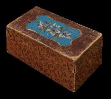 Pudełko zdobione koralikami